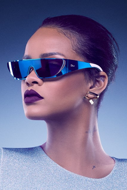 RIHANNA_BLUE-vogue-26may16-pr_b_426x639
