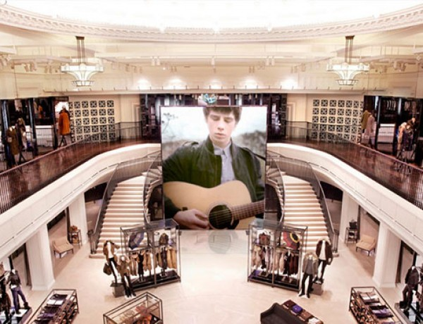 burberry-regent-street-technology-store-0