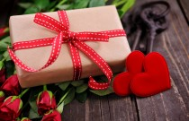 Valentine's Day Gift Guide for Travel Lovers
