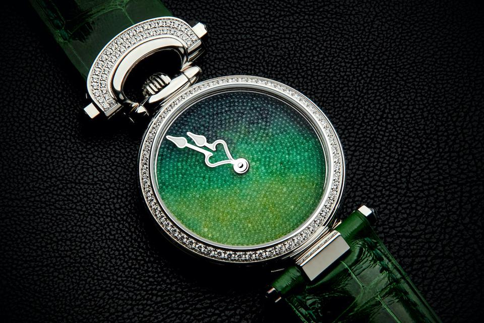 No two crystals in the Bovet Miss Audrey Sweet Art dial is similar