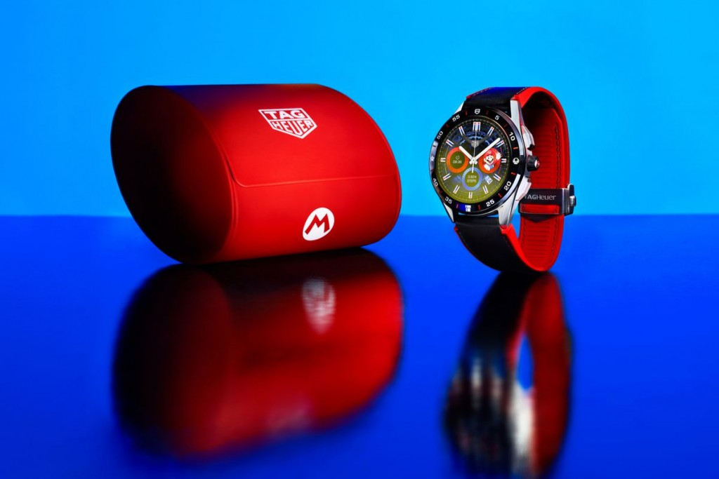 The smartwatch with matching travel case